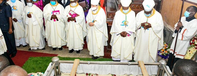 THE DEATH AND BURIAL OF BISHOPS IN CATHEDRALS